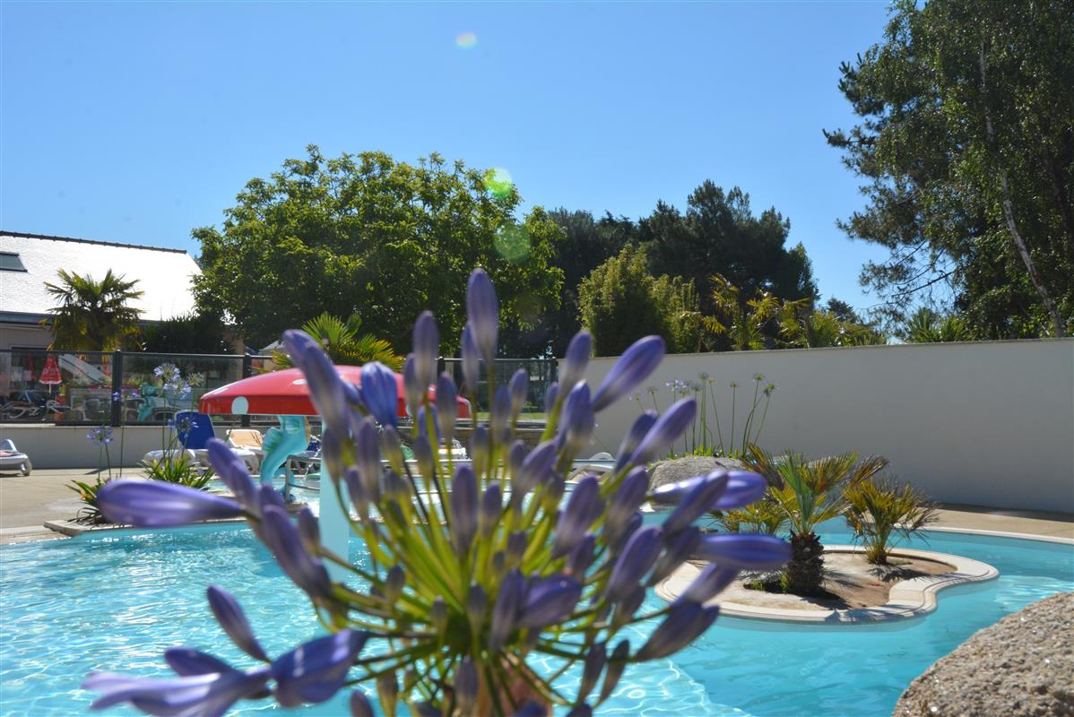 Swimming pool water park saint malo at camping la for Camping saint malo piscine couverte